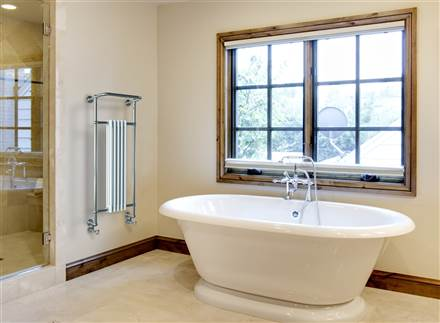 Vogue Regency Wall Mounted Heated Towel Rail LG013
