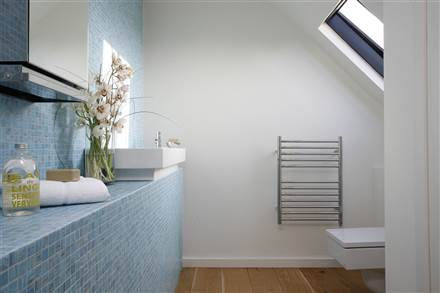 JIS Sussex Ouse straight heated towel rail